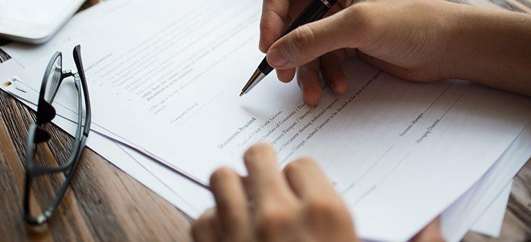 Finalizando um contrato de parceria de uma empresa de contabilidade